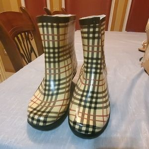 Forever young rain boots
